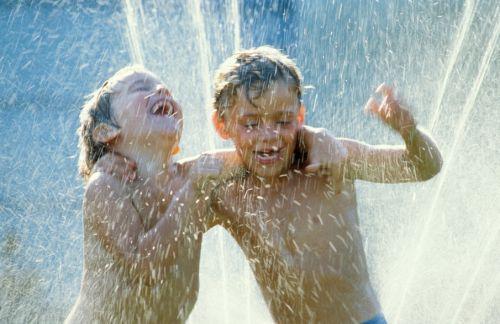 Ako urobiť letné horúčavy pre deti znesiteľné