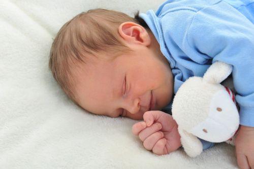 Kedy má ísť dieťa spať? Tabuľka, ktorá vás pobaví