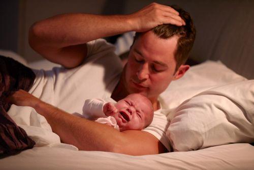 Nechať dieťa pri zaspávaní vyplakať?