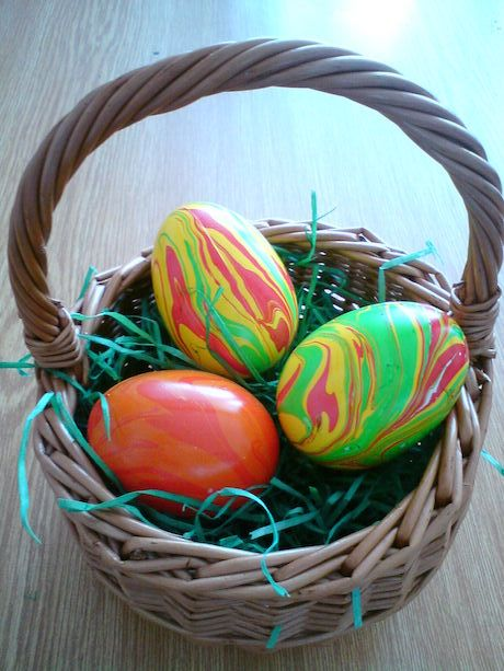 Vajíčka zdobené mramorovacou technikou (9)