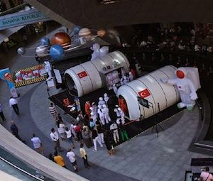 V Avione sa začala svetová výstava Deti na Mesiaci