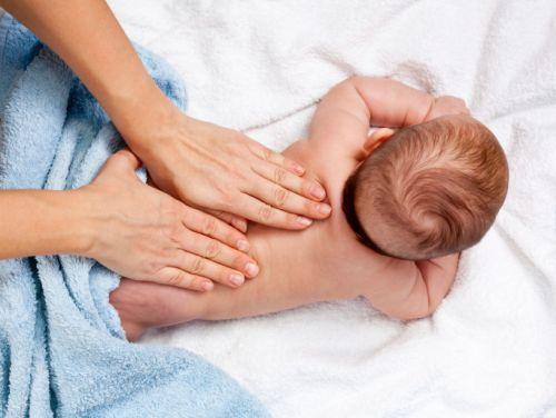 Ako pomasírovať bábätko – praktický návod s videom