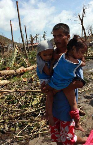Na Filipínach prišlo o domov 300 000 detí