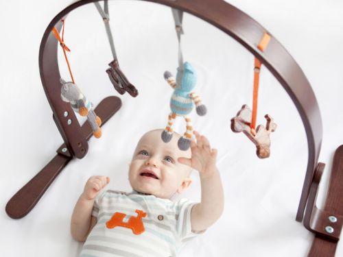 Hrazdička pomáha rozvíjať dieťa – je to naozaj tak?