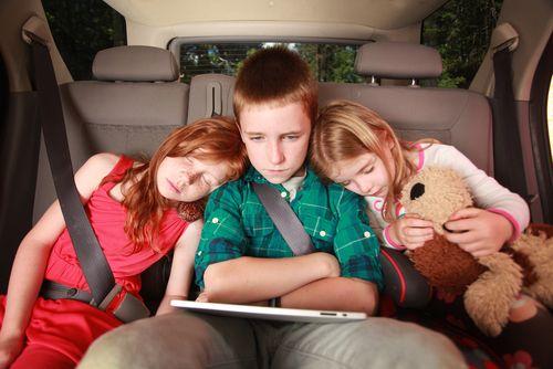 4 stratégie, kedy vyraziť s deťmi na dlhú cestu autom