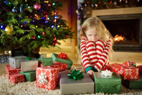 Menej darčekov pod stromčekom. Stalo by sa niečo?