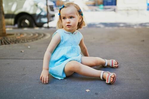 Keď sa dieťa hádže o zem alebo nácvik puberty