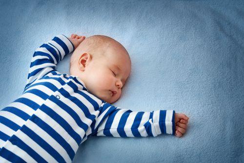 Konečne pravdivá tabuľka: koľko by malo bábätko spať?