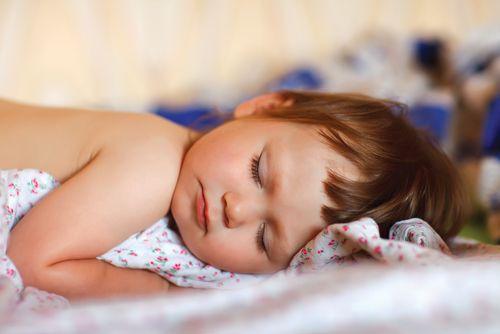Dokedy má dieťa spať cez obed?