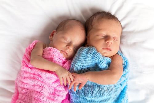 Hurá, narodili sa nám dvojičky!