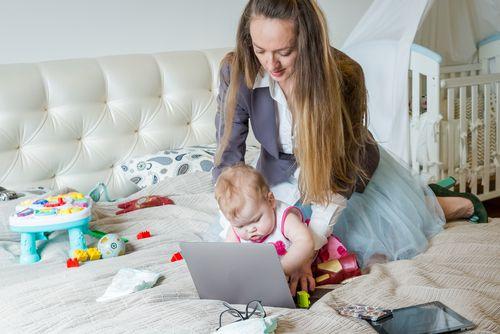 Byť mamou je ako mať dve práce na plný úväzok