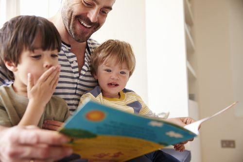 Otcom ide čítanie rozprávok lepšie ako mamám