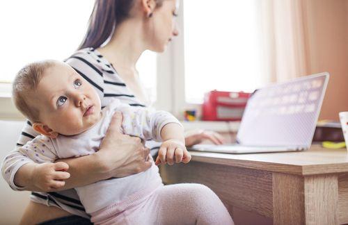 Mamičky sa nemusia báť, že prídu o materské kvôli rodnému listu