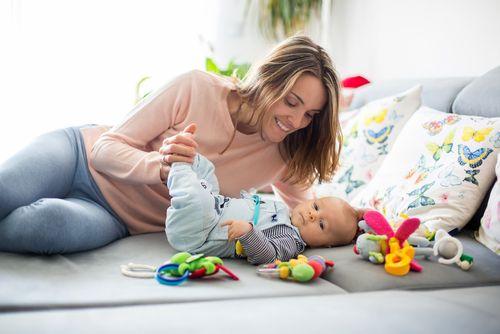 10 vecí, ktoré robia rodičia múdrych detí už počas prvého roka života