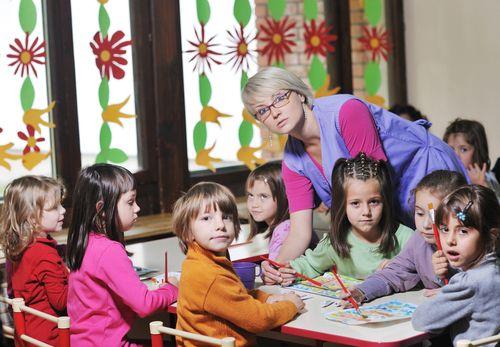 """Vychovávateľka: Deťom robíme """"opičiu"""" službu"""