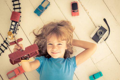 Hrá sa vaše dieťa málo? Aktívne a pasívne hračky