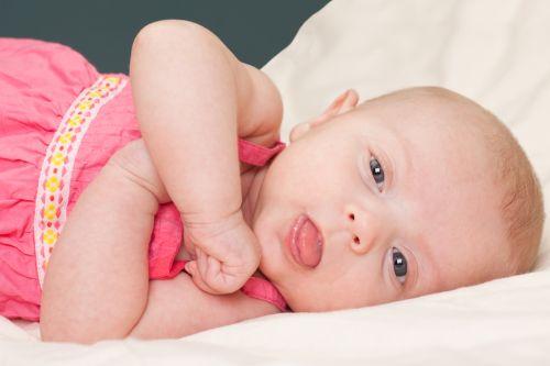 Skrátená jazyková uzdička môže komplikovať dojčenie i reč