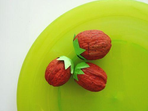 Tvoríme s deťmi: jahody z vlašských orechov
