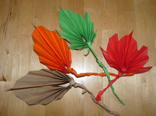 Jesenné listy z poskladaných papierov