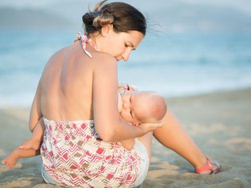 Dojčenie na verejnosti je politicky nekorektné