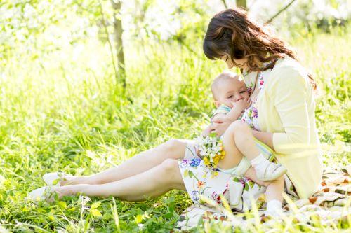 Dojčenie na verejnosti