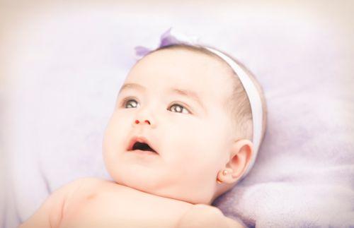 Soor alebo žabka – biely povlak v pusinke bábätka