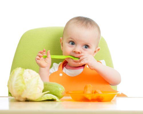 Prvé jedlo dieťaťa nemusí byť mrkva