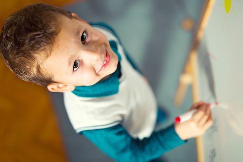 13 aktivít, ktoré môže dieťa robiť na vertikálnom povrchu